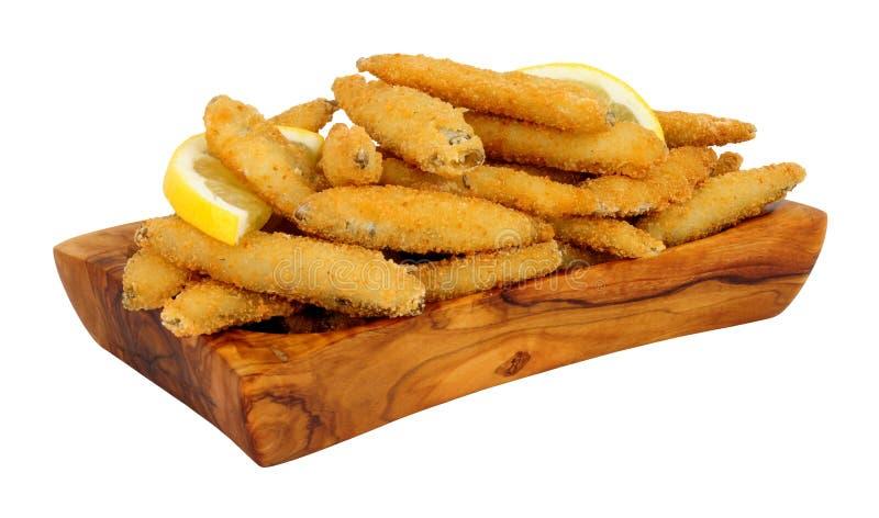 La miette de pain a couvert des poissons de blanchailles images stock