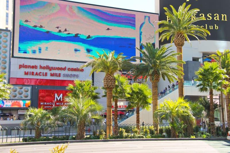 La milla del milagro hace compras en el centro turístico y el casino de Hollywood del planeta en Las foto de archivo libre de regalías