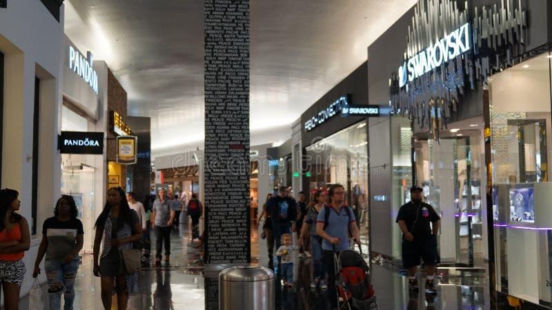 La milla del milagro hace compras en Las Vegas, Nevada foto de archivo libre de regalías