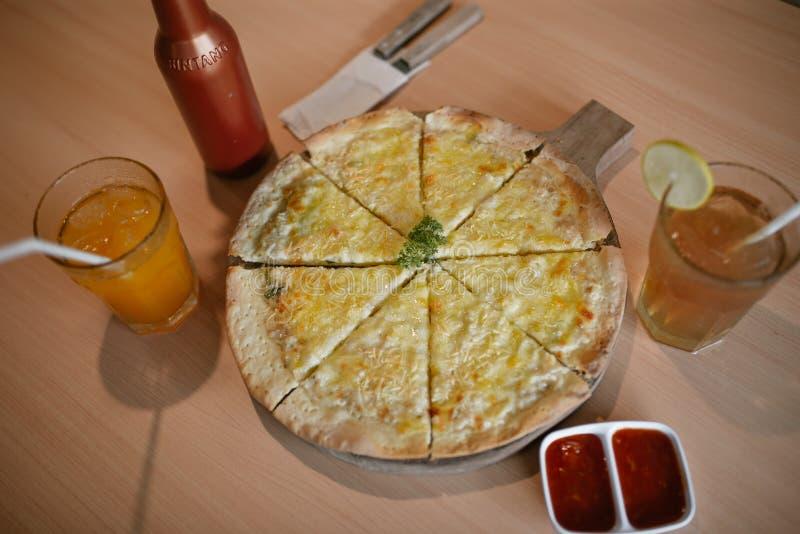 La mini pizza è semplice fotografia stock