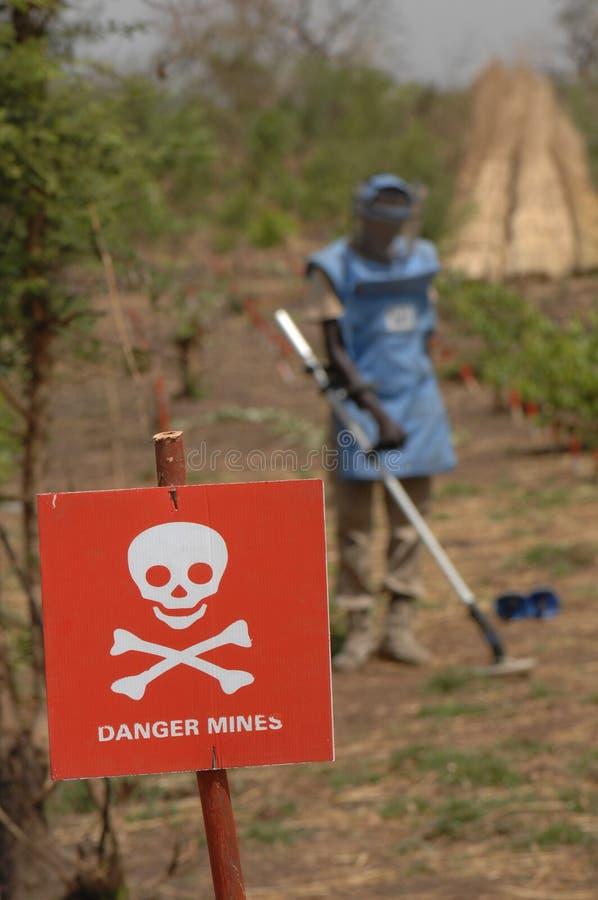 La miniera del pericolo firma dentro il Sudan del sud immagini stock