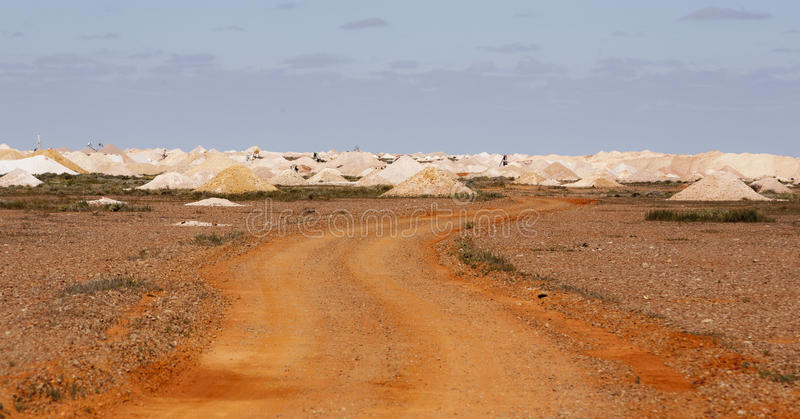 La miniera scarica il coober Australia pedy immagini stock