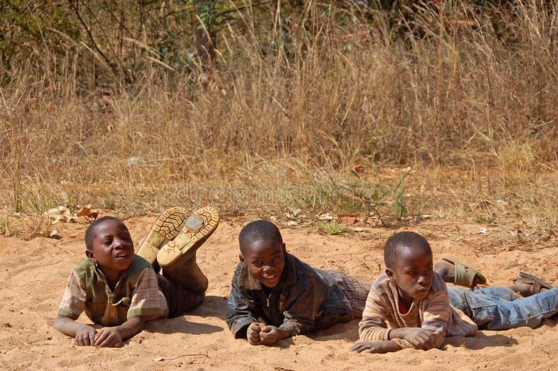 La mirada en las caras de los niños de África - pueblo Pomeri imágenes de archivo libres de regalías
