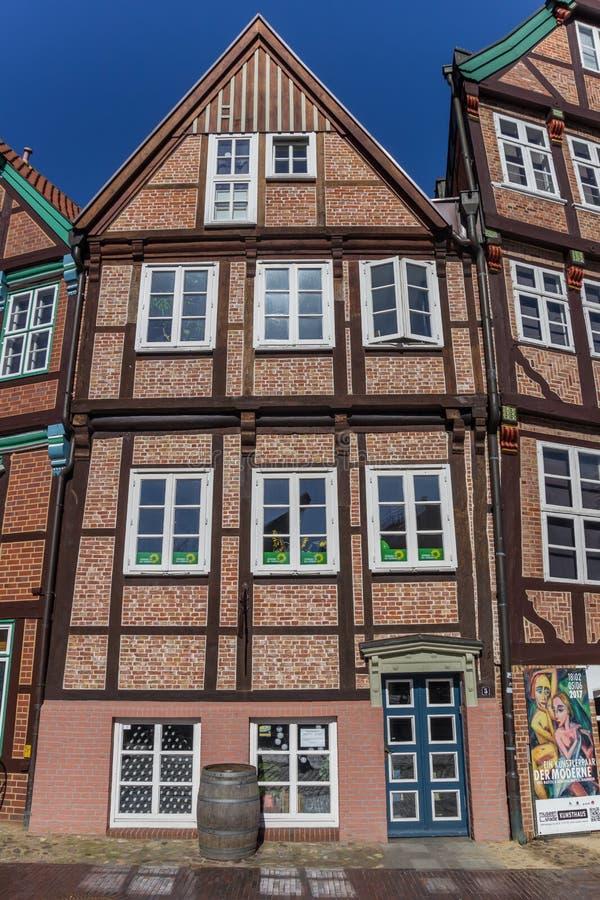 La mitad histórica enmaderó la casa en el centro de ciudad de Stade foto de archivo