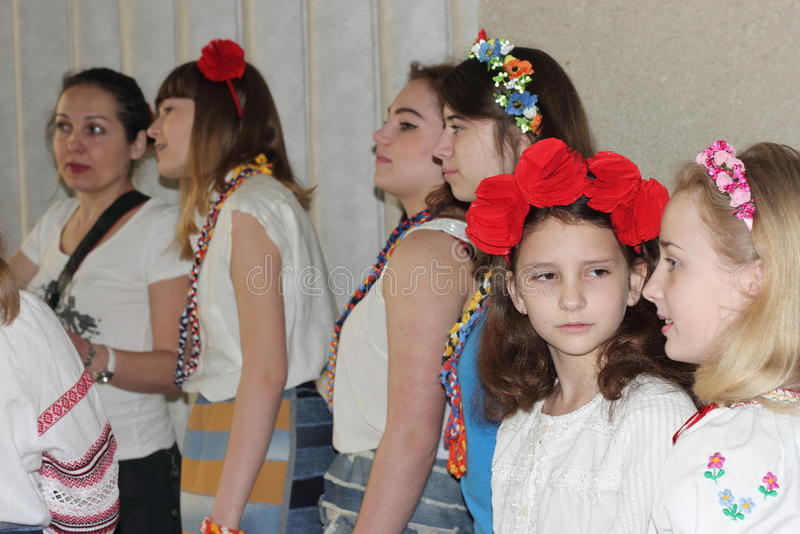 La moda moderna ucraniana nacional de los niños imagenes de archivo
