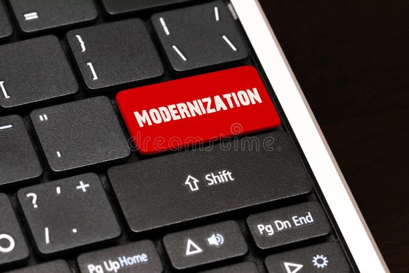La modernisation sur le rouge entrent dans le bouton sur le clavier noir images stock
