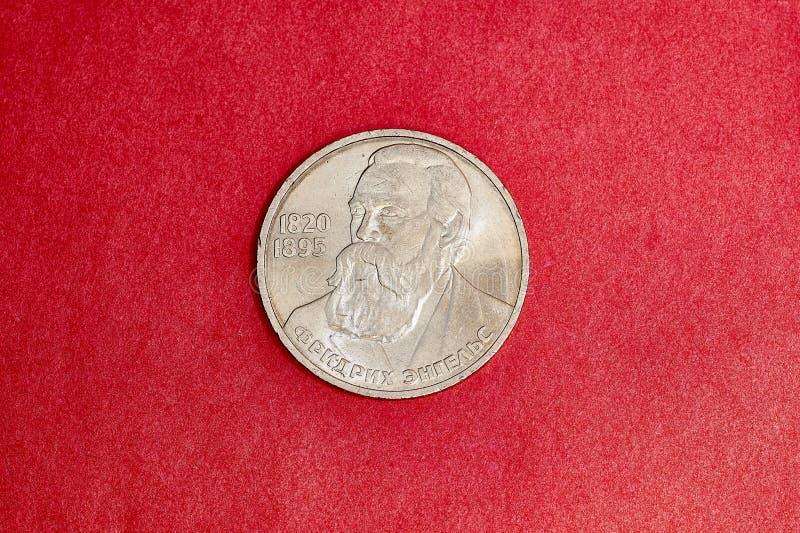 La moneda conmemorativa de URSS una rublo dedicó a Fredric Engels foto de archivo