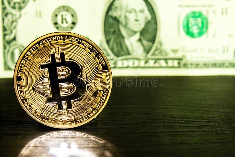 La moneda de oro de Bitcoin en d?lar se cierra para arriba Cryptocurrency de Bitcoin Concepto Crypto de la moneda imagen de archivo libre de regalías