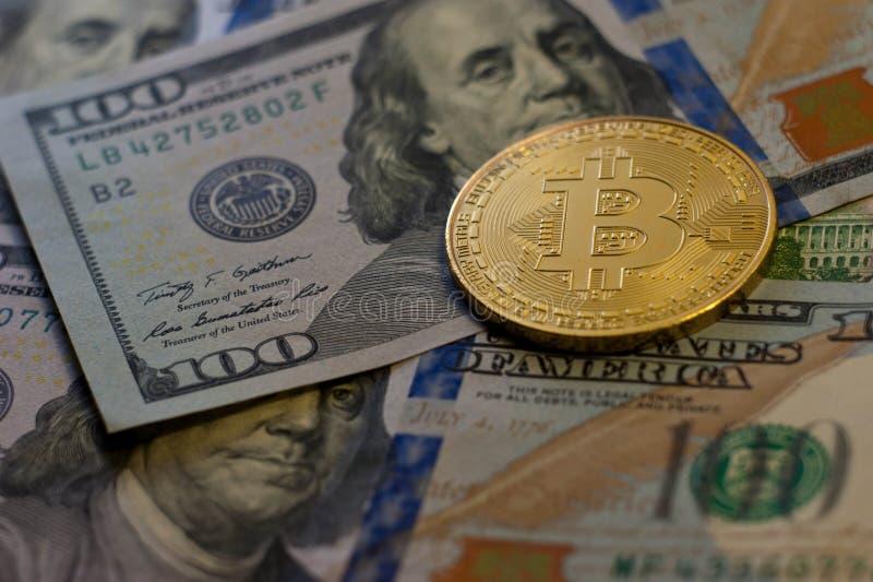 La moneda de oro del bitcoin en dólar cierra up-3 imágenes de archivo libres de regalías