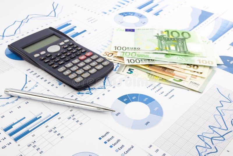 La moneda euro en gráficos, la planificación financiera y el costo divulgan b fotografía de archivo