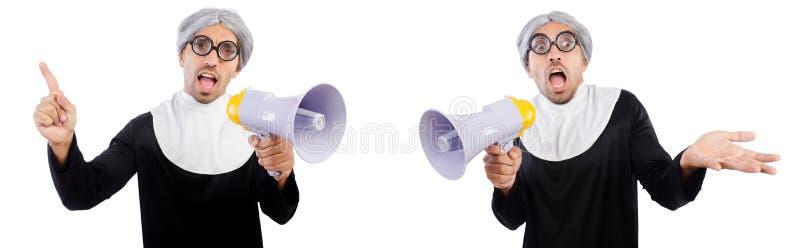La monja de sexo masculino divertida con el megáfono aislado en blanco foto de archivo libre de regalías