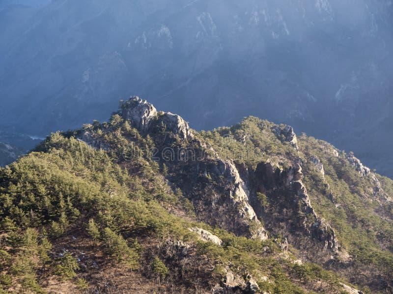 La montaña de la altura en Corea del Sur imagen de archivo
