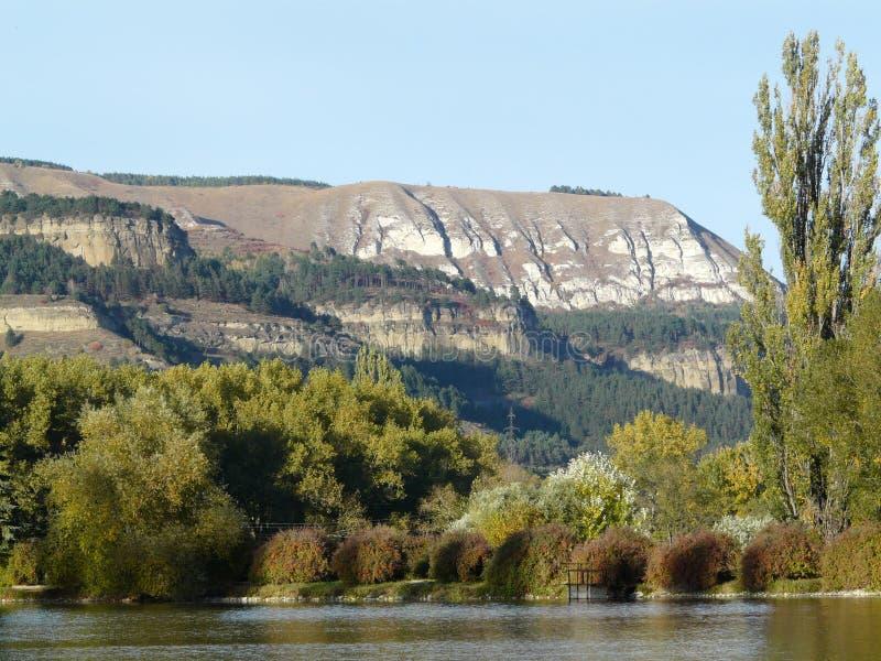 La montaña en el Cáucaso imagen de archivo