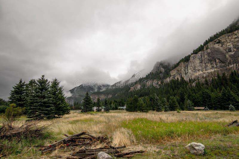 La montaña en verano foto de archivo