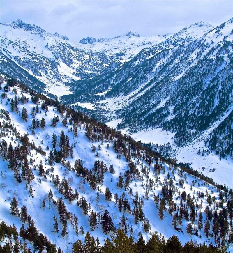 La montaña llamó encantados, en el parque natural de aguas curvadas fotos de archivo