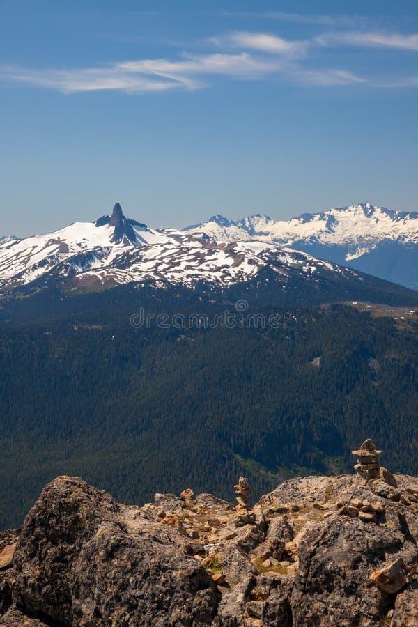 La montaña negra cerca de la marmota, Columbia Británica del colmillo imagen de archivo libre de regalías