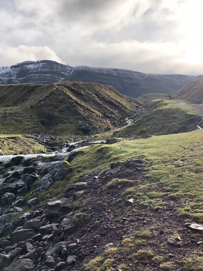 La montaña resuelve el cielo foto de archivo libre de regalías
