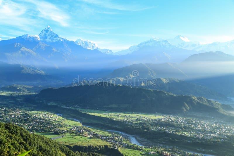 La montagna della neve in pokhara, Nepal fotografia stock libera da diritti