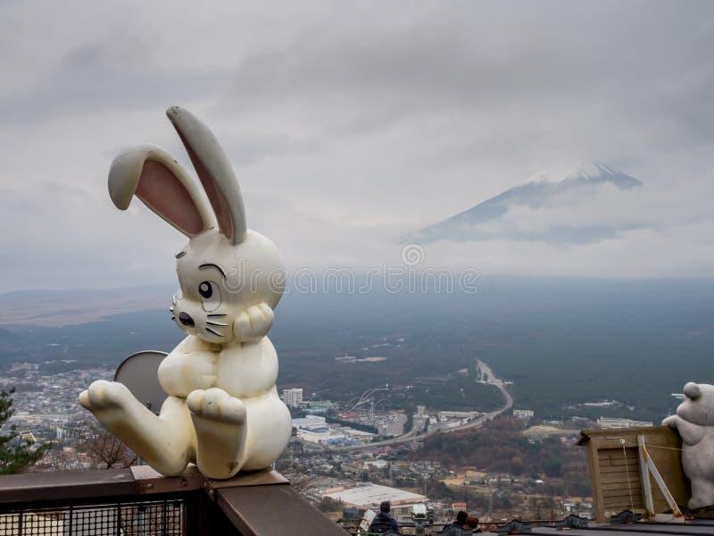 La montagna di Fuji si nasconde in nuvola fotografia stock