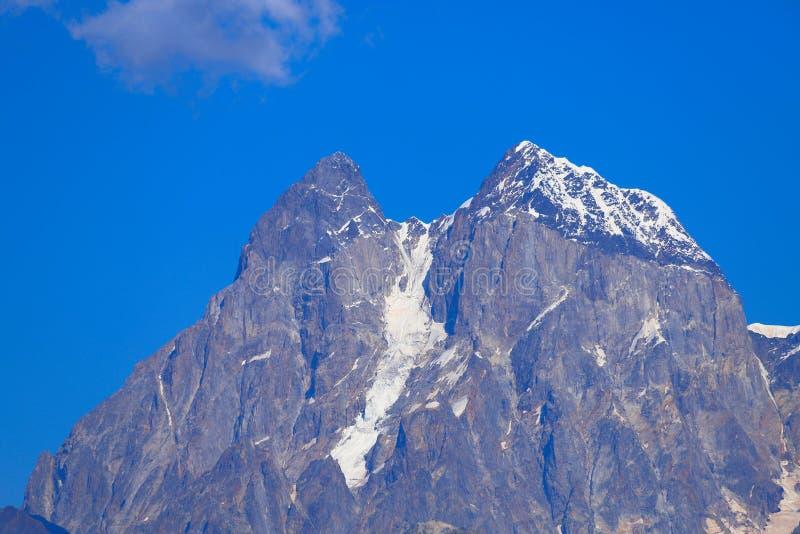 La montagna di Ushba 4.710 m., montagne di Caucaso, Georgia immagine stock