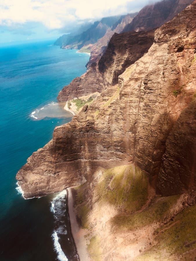La montagna incontra l'oceano fotografia stock libera da diritti