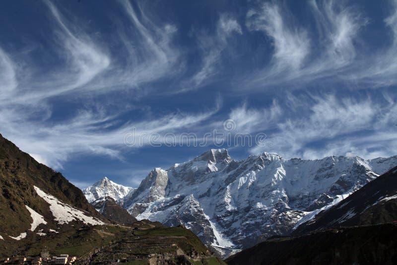 La montagna nevosa fotografie stock libere da diritti
