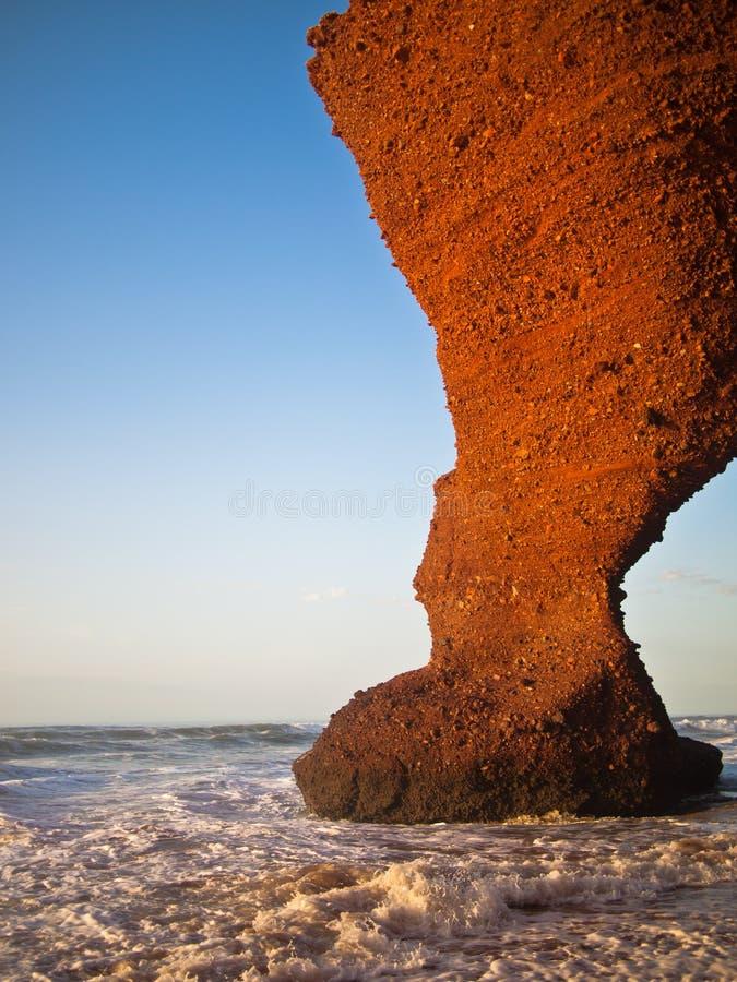 La montagne comme sabot est en mer  photo libre de droits