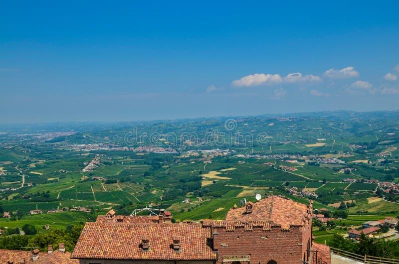 La Morra, Piemonte, Italië Juli 2018 stock foto
