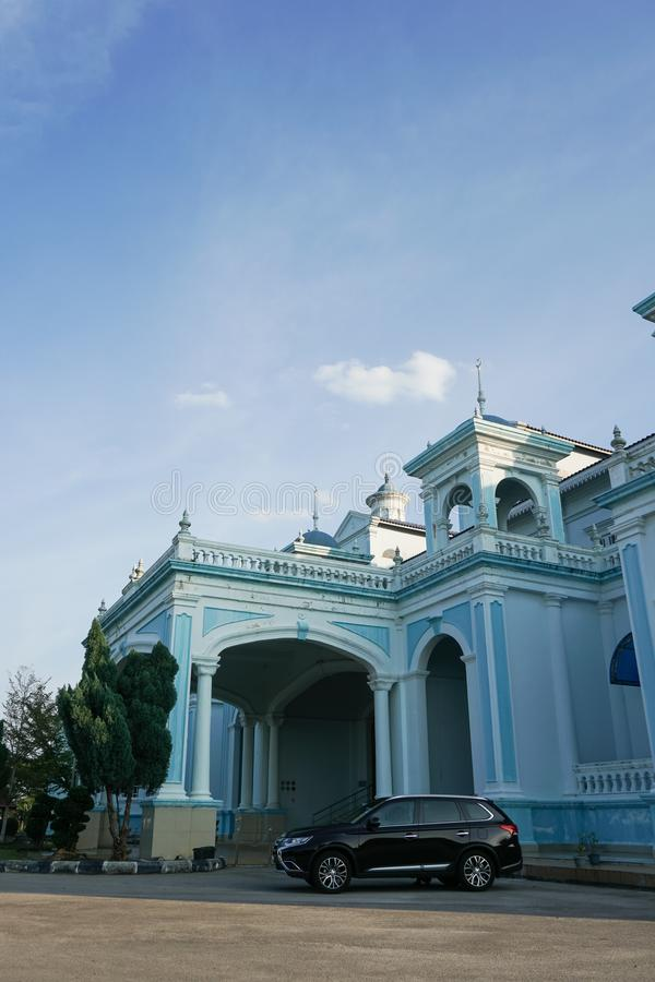 La moschea blu di Sultan Ismail Mosque ha individuato in Muar, Johor, Malesia L'architettura è molto influenze di stile occidenta immagini stock