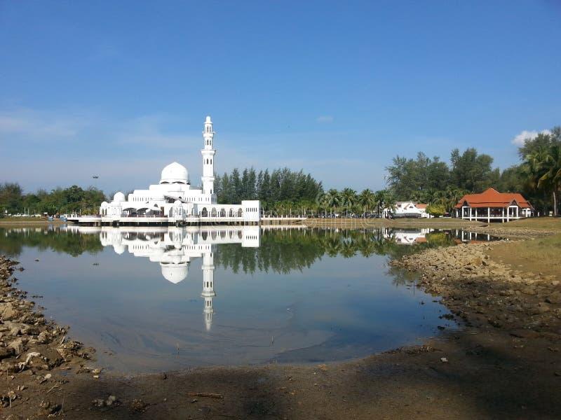 La moschea o la moschea di galleggiamento è la prima moschea di galleggiamento reale in Malesia fotografia stock