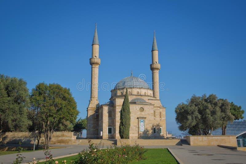 La mosquée de martyre est un cadeau aux frères azerbaïdjanais des Turcs anatoliens Mosquée avec deux minarets à Bakou images stock