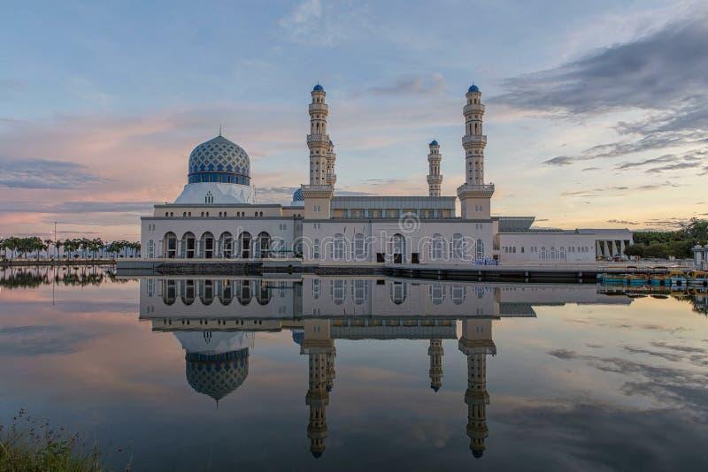 La mosquée de ville de Kota Kinabalu photos libres de droits