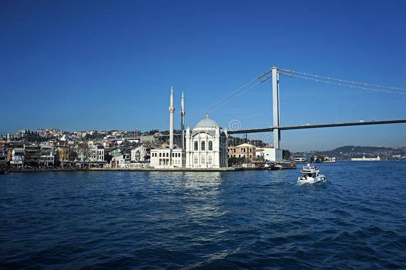 La mosquée Ortakoy et le pont du Bosphore, Istanbul, Turquie photo stock