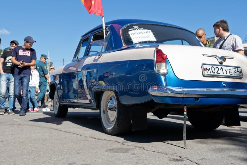 La mostra di retro automobili ha prodotto in URSS sul cortile esterno i fotografia stock