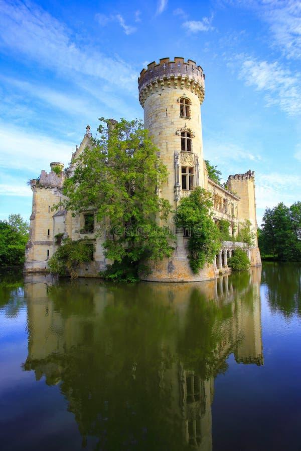 La Mothe Chandeniers, saga fördärvar av en fransk slott arkivfoto
