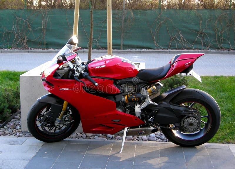 La moto 1199 rouge italienne de Ducati Panigale s'est garée photographie stock libre de droits