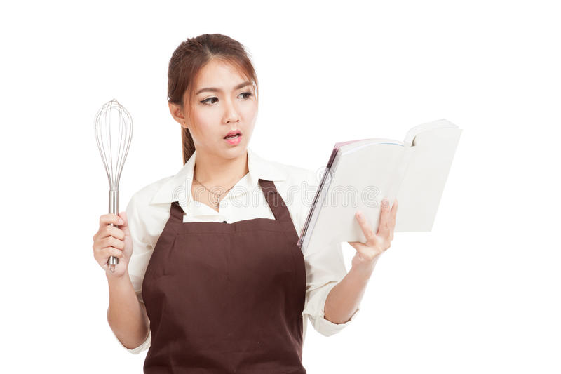 La muchacha asiática del panadero con bate y cocina el libro imagen de archivo