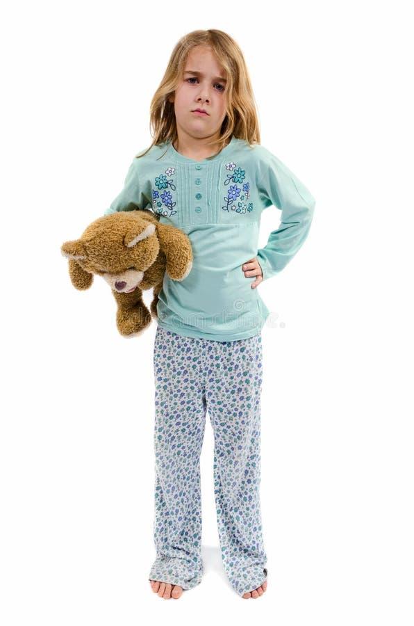 Muchacha enojada en pijamas con teddybear fotos de archivo libres de regalías