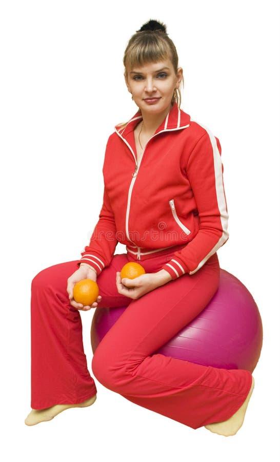 La muchacha con las naranjas en fitbol fotografía de archivo
