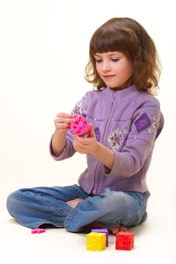 La muchacha con los cubos fotografía de archivo libre de regalías