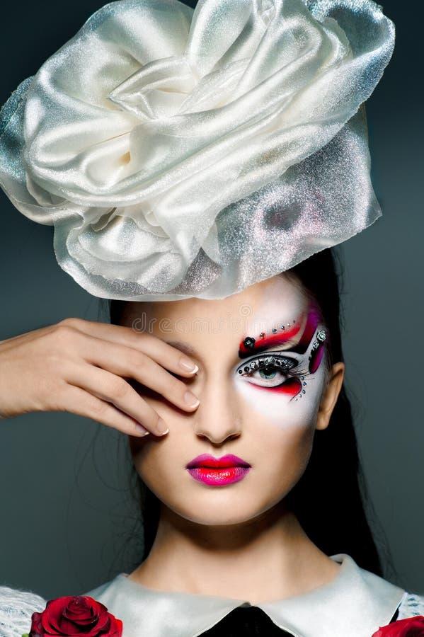 La muchacha con maquillaje de lujo fotos de archivo libres de regalías
