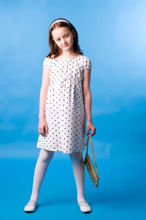 La muchacha con un bolso del oro foto de archivo libre de regalías