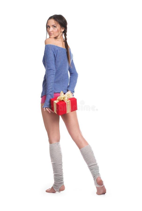 La muchacha con un regalo fotografía de archivo libre de regalías