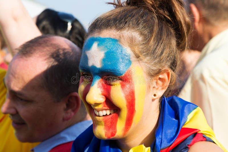 La muchacha de Atalan con el modelo de la bandera de la favorable-independencia participa fotografía de archivo