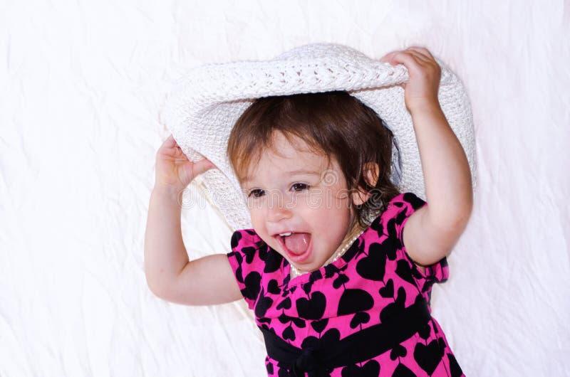 La muchacha de risa se viste para arriba fotos de archivo