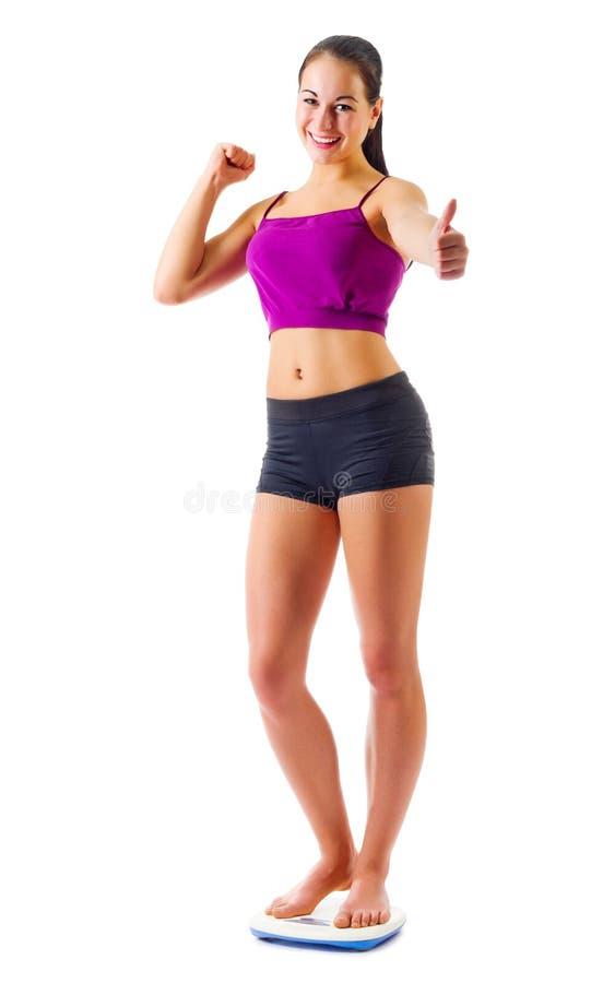 La muchacha deportiva joven en escalas muestra gesto aceptable fotografía de archivo libre de regalías