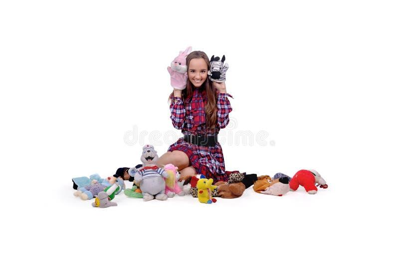 La muchacha elige un juguete imágenes de archivo libres de regalías