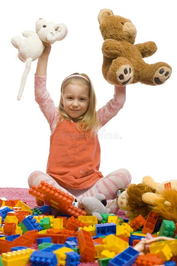 La muchacha en el medio de juguete-ensucia fotografía de archivo