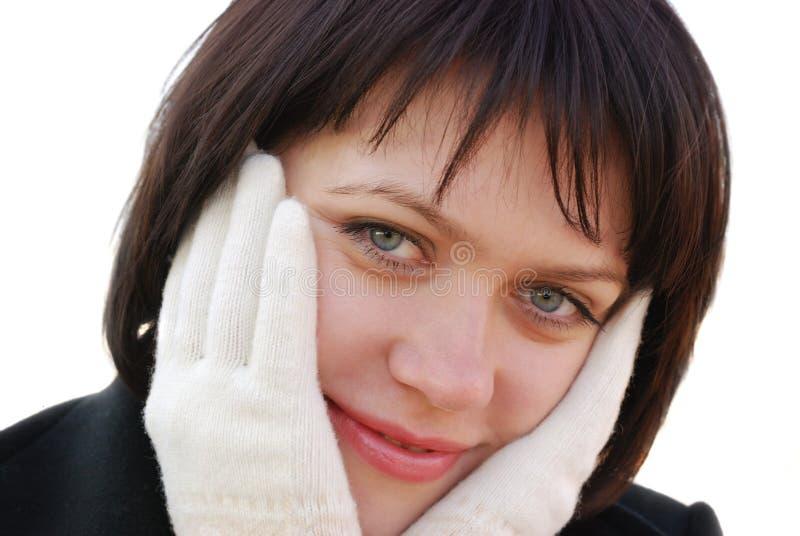 La muchacha en guantes del invierno imagenes de archivo