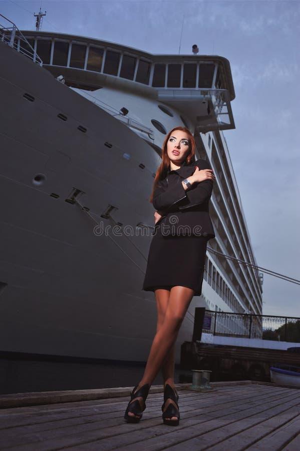 La muchacha en la nave foto de archivo libre de regalías
